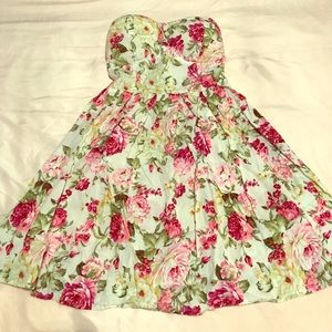 Mini Dress Strapless with flowers 🌸